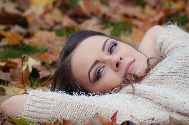 Girl Lying Down 2010387 640