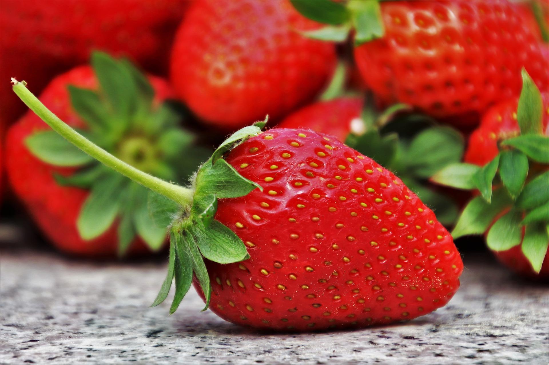 Strawberries 3359755 1920